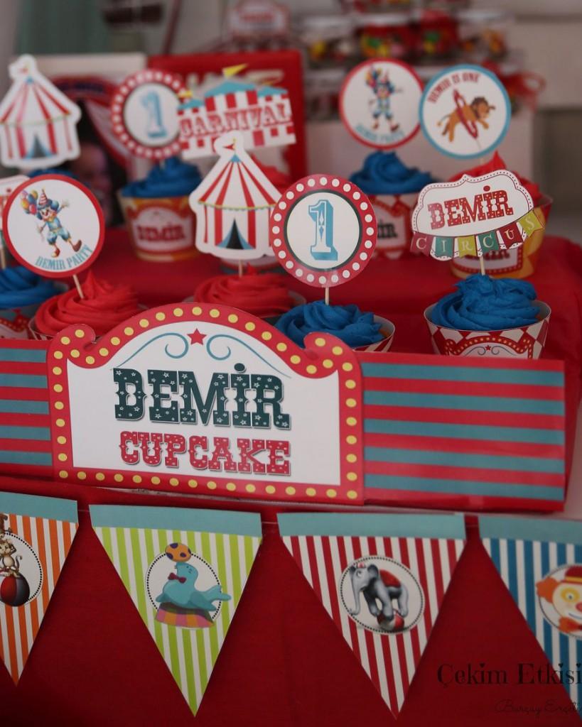 Sirk temalı 1 yaş doğum günü cupcake