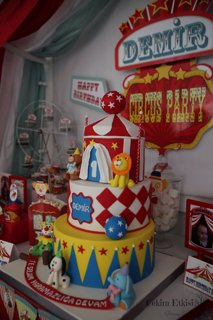 Sirk temalı 1 yaş doğum günü partileri