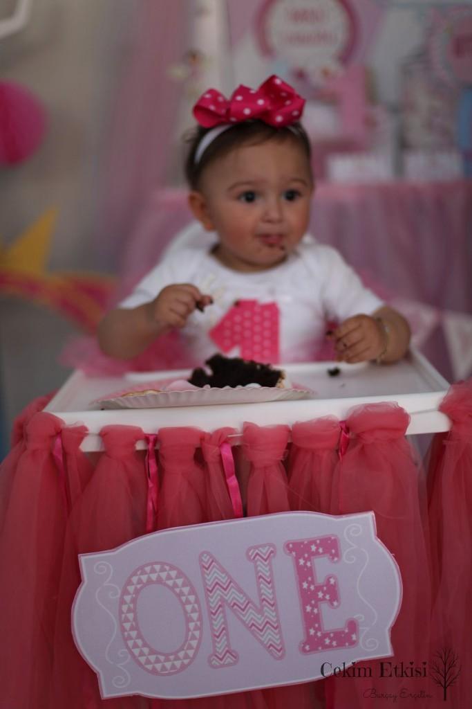 Bir yaşdoğum günü mama sandalyesi
