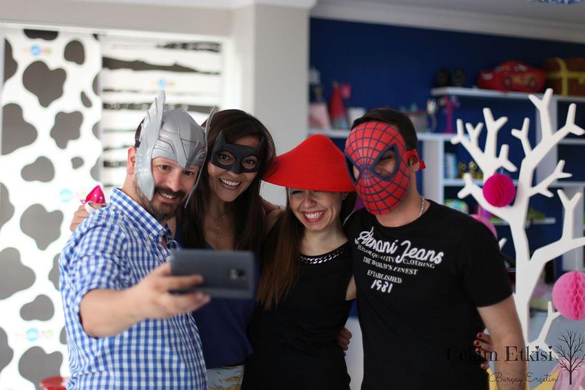 Ece bebek doğum günü organizasyonu fotoğraf çekimi maskeler